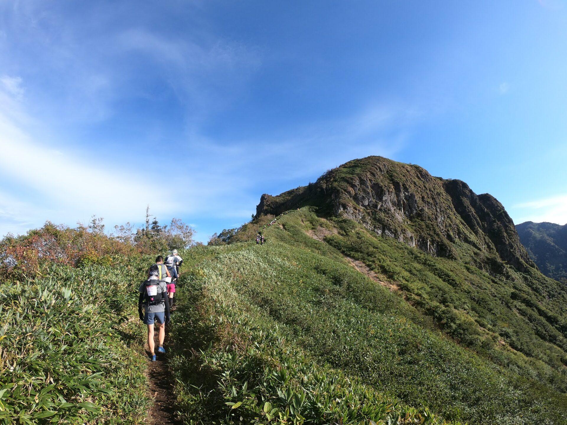 上州武尊山スカイビュートレイル 剣ヶ峰までもう少し
