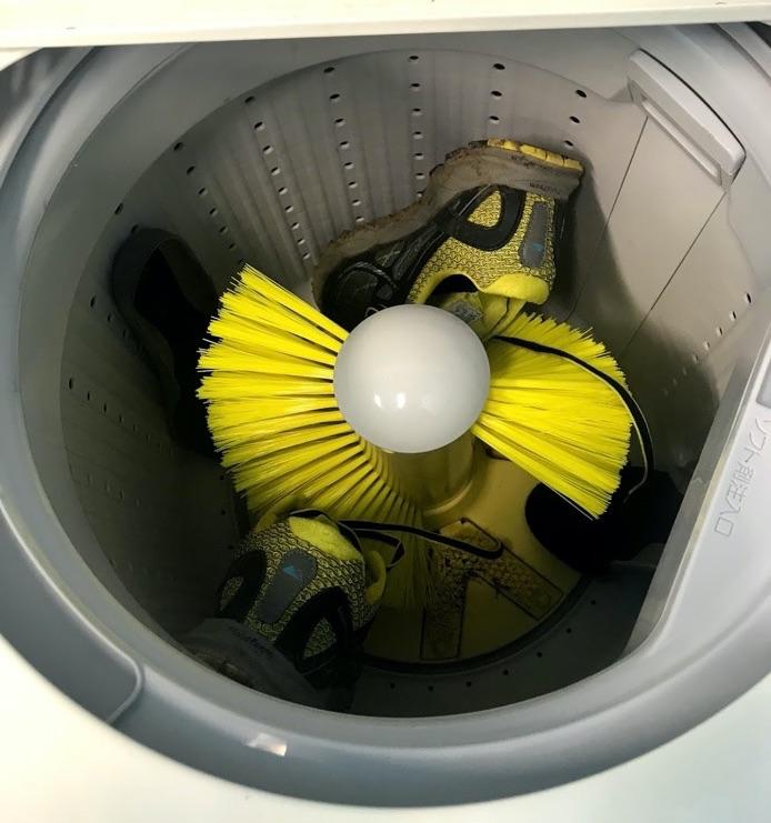 靴を洗濯機に投入